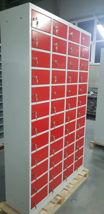 Armoire à 48 petits casiers
