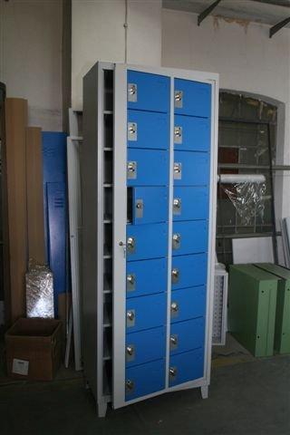 Armoire à casiers visitables pour téléphones