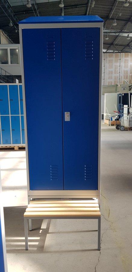 Vestiaire industrie salissante sur banc, portes battantes