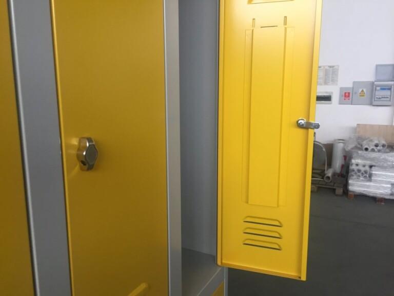 Vestiaire bi-place renfort oméga sur la porte